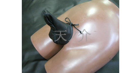 Leather sheath bondage question